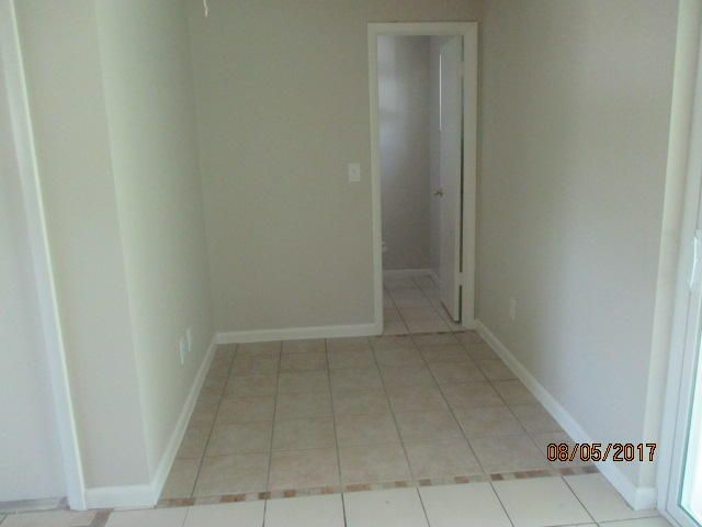 Additional photo for property listing at 472 SE Crosspoint Drive  Port St. Lucie, Florida 34983 Vereinigte Staaten