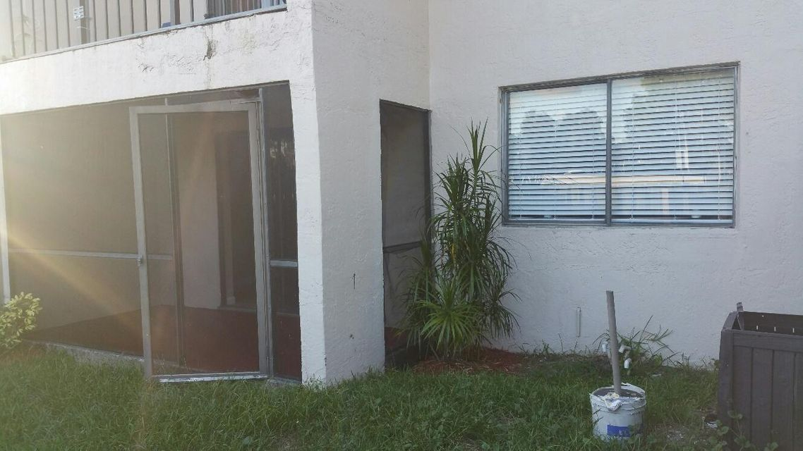 Additional photo for property listing at 500 Nottingham Circle  Greenacres, Florida 33463 Vereinigte Staaten