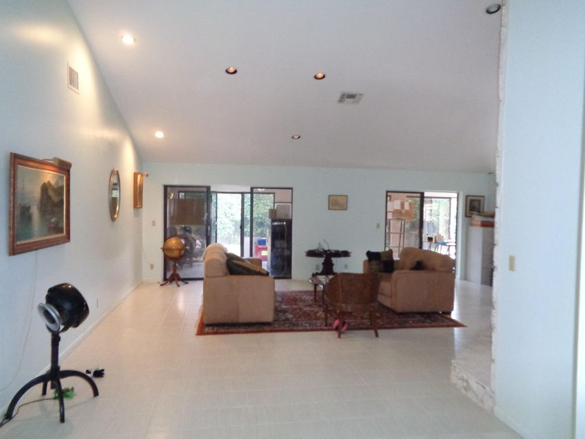 Additional photo for property listing at 6910 NW 2nd Terrace  Boca Raton, Florida 33487 United States