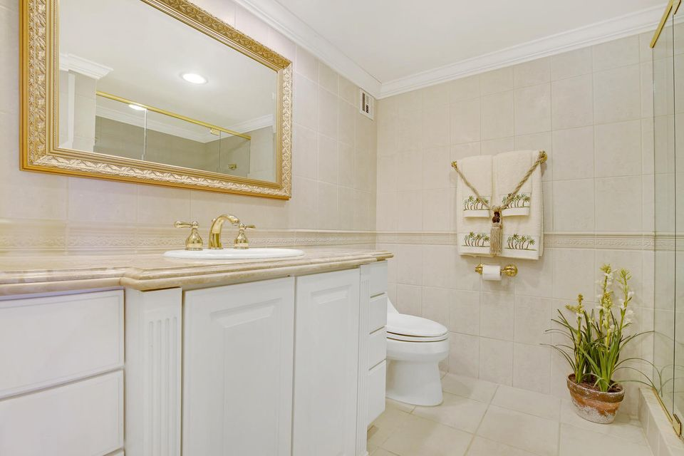 Additional photo for property listing at 3475 S Ocean Boulevard 3475 S Ocean Boulevard Palm Beach, Florida 33480 United States
