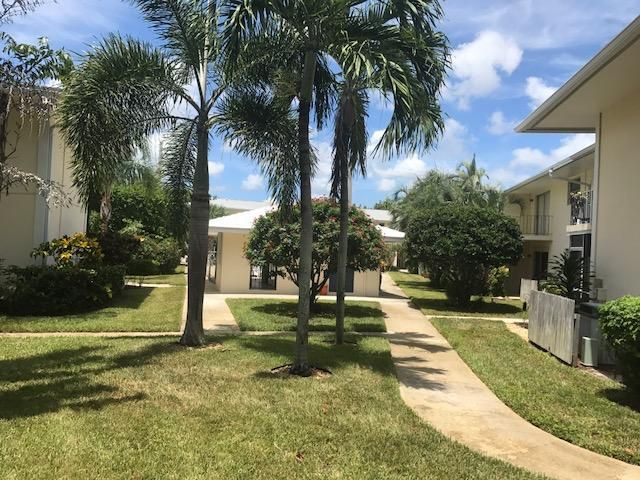 Additional photo for property listing at 510 Prosperity Farms Road 510 Prosperity Farms Road North Palm Beach, Florida 33408 États-Unis
