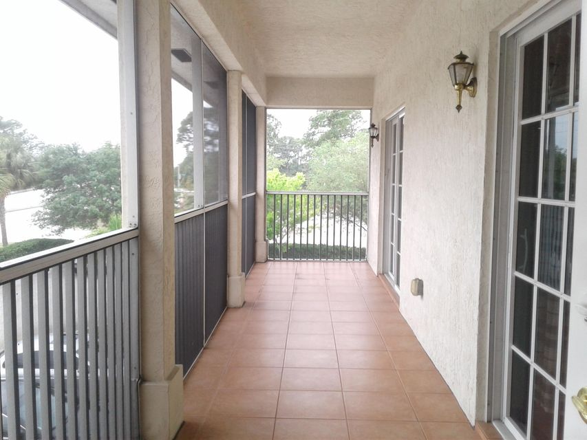 Additional photo for property listing at 808 SW Glenview Court SW 808 SW Glenview Court SW Port St. Lucie, Florida 34953 United States