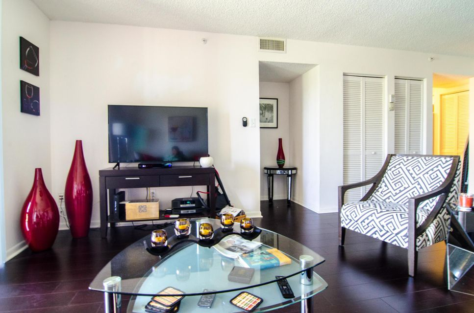 Additional photo for property listing at 1915 Lavers Circle 1915 Lavers Circle Delray Beach, Florida 33444 États-Unis