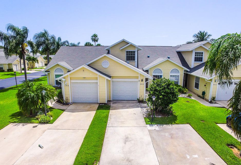 Townhouse for Sale at 944 5th Drive 944 5th Drive Vero Beach, Florida 32960 United States