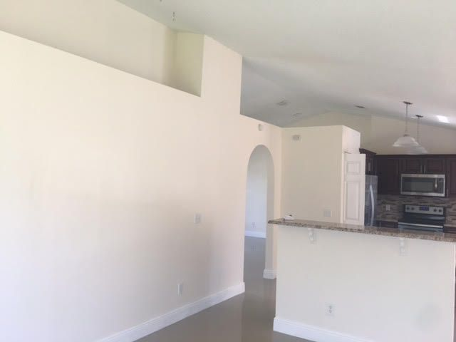 Additional photo for property listing at 801 SW Curry Street 801 SW Curry Street Port St. Lucie, Florida 34983 Estados Unidos