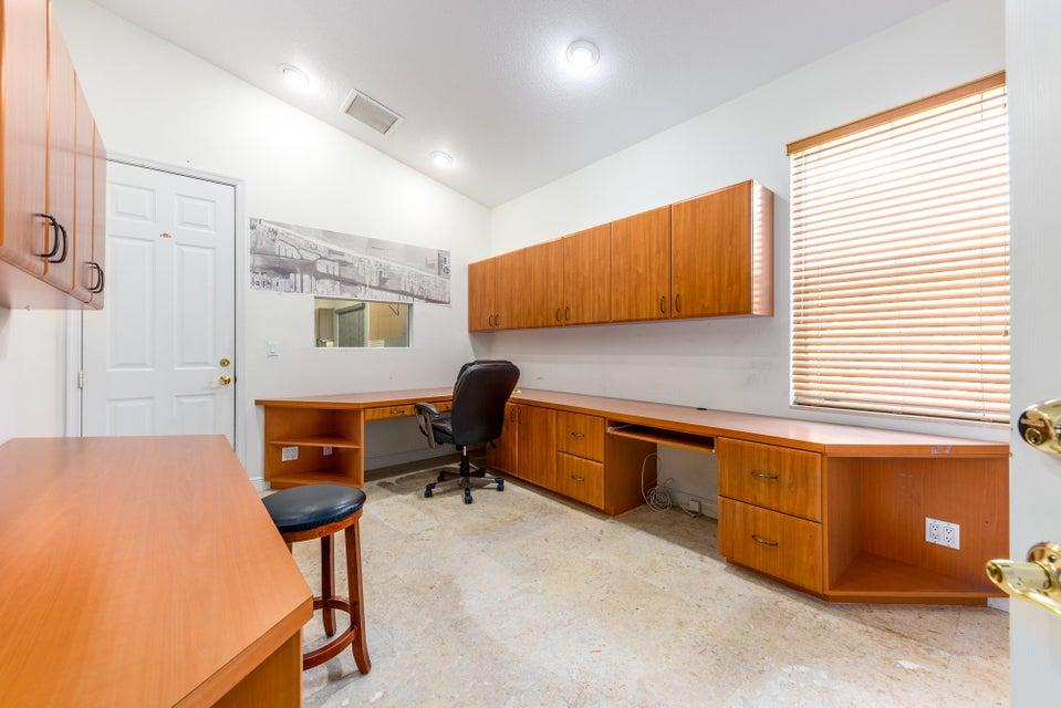 Additional photo for property listing at 5161 Palm Way 5161 Palm Way Lake Worth, Florida 33463 Estados Unidos
