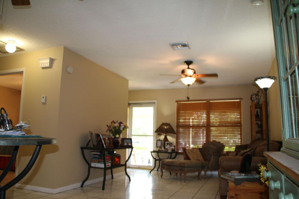 Additional photo for property listing at 12691 66th Street N 12691 66th Street N Royal Palm Beach, Florida 33412 États-Unis