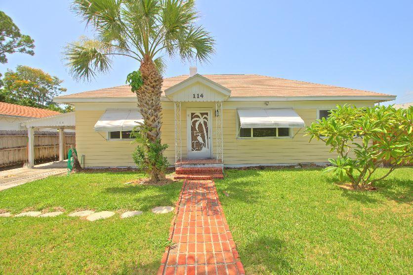 Maison unifamiliale pour l Vente à 114 Lake Worth Avenue Lake Worth, Florida 33462 États-Unis