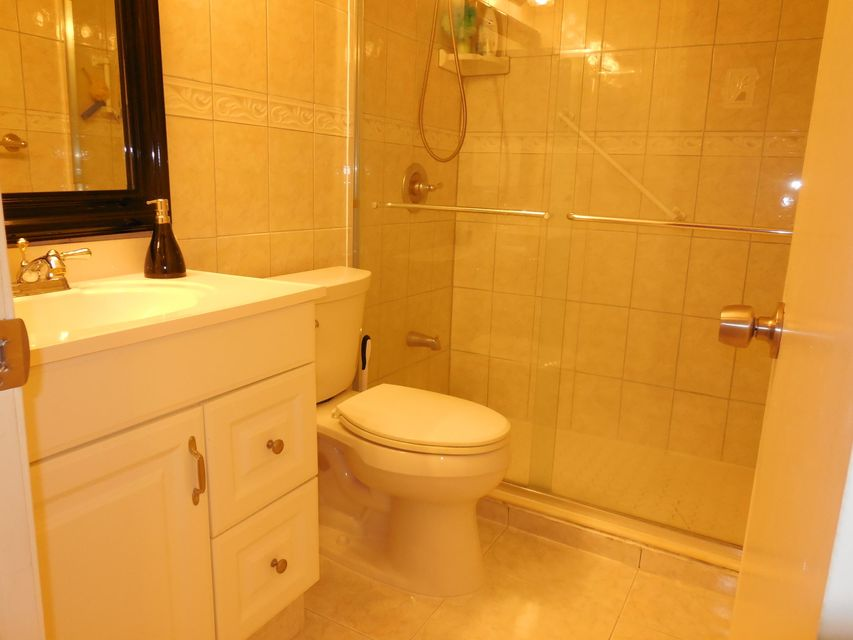 Additional photo for property listing at 103 Camden E 103 Camden E West Palm Beach, Florida 33417 United States