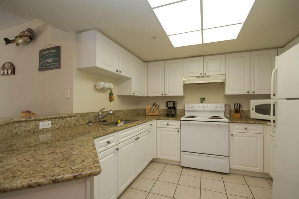 Additional photo for property listing at 1000 Crestwood Court 1000 Crestwood Court Royal Palm Beach, Florida 33411 États-Unis