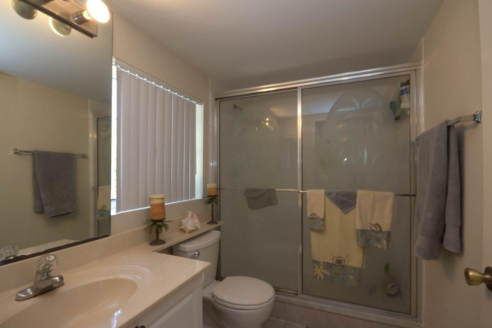 Additional photo for property listing at 1000 Crestwood Court 1000 Crestwood Court Royal Palm Beach, Florida 33411 United States