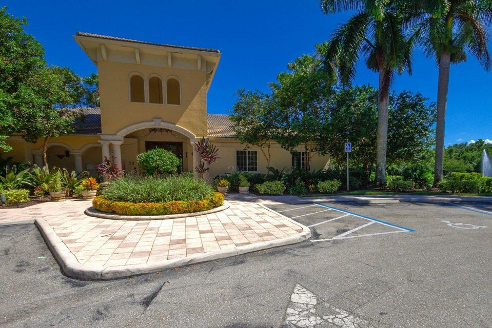 Additional photo for property listing at 1000 Crestwood Court 1000 Crestwood Court Royal Palm Beach, Florida 33411 Vereinigte Staaten
