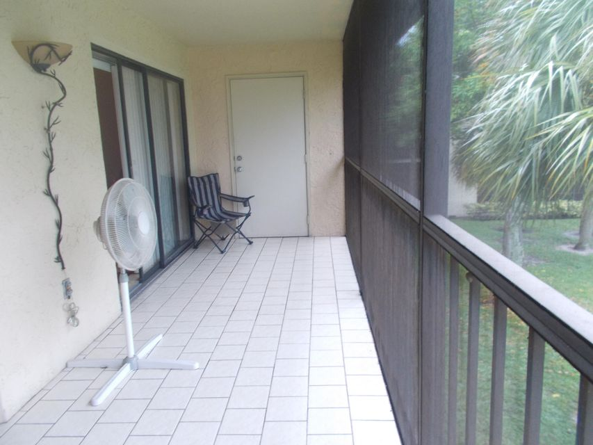Additional photo for property listing at 3529 Englewood Drive 3529 Englewood Drive Lake Worth, Florida 33467 Estados Unidos