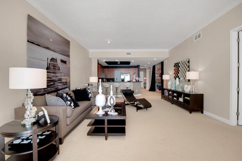 Additional photo for property listing at 2640 Lake Shore Drive 2640 Lake Shore Drive Riviera Beach, Florida 33404 United States