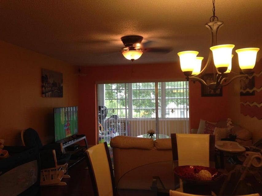Additional photo for property listing at 719 Lori Drive  Palm Springs, Florida 33461 Estados Unidos