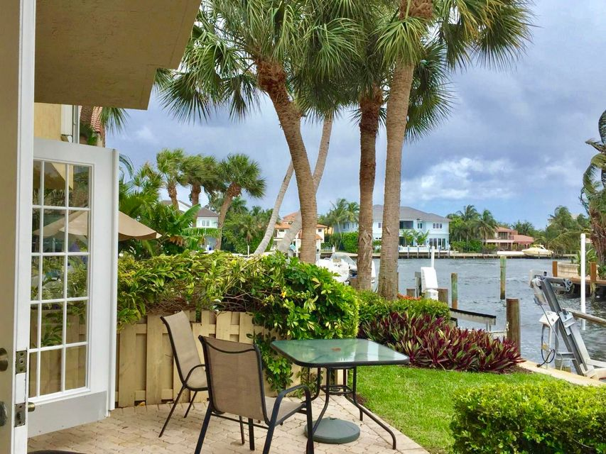 Townhouse for Sale at 966 E Jeffery Street 966 E Jeffery Street Boca Raton, Florida 33487 United States