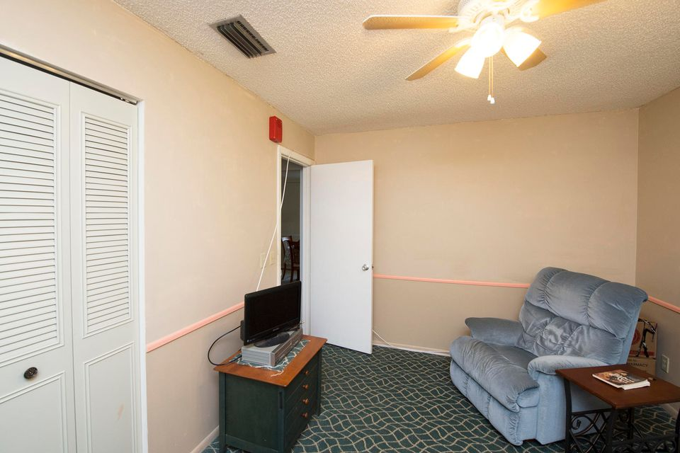 Additional photo for property listing at 24 Lake Vista Trail  Port St. Lucie, Florida 34952 United States