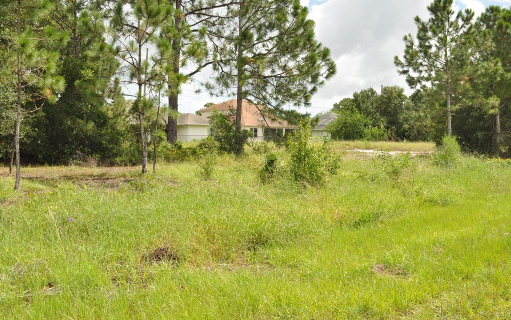 Additional photo for property listing at 567 SW Paar Drive 567 SW Paar Drive Port St. Lucie, Florida 34953 Estados Unidos