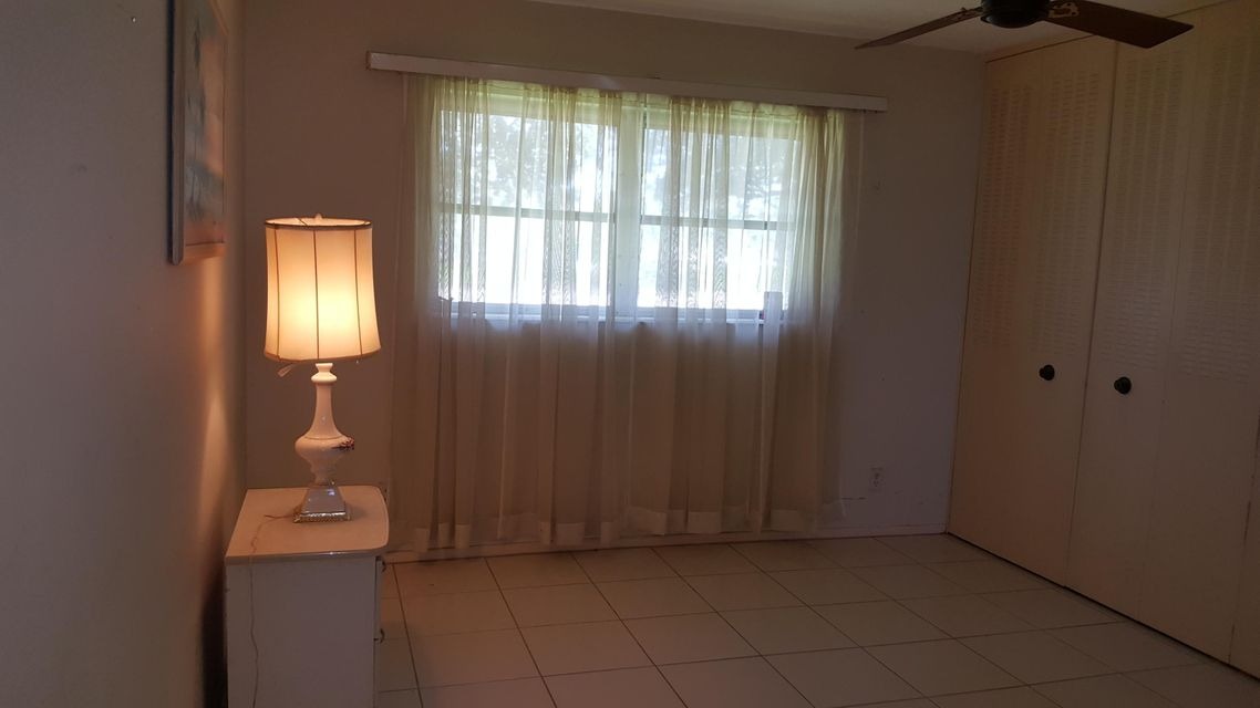 Additional photo for property listing at 5083 Cresthaven Boulevard  West Palm Beach, Florida 33415 United States