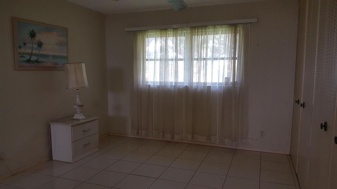 Additional photo for property listing at 5083 Cresthaven Boulevard 5083 Cresthaven Boulevard West Palm Beach, Florida 33415 Estados Unidos