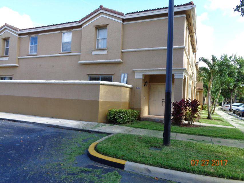 Townhouse for Sale at 15811 SW 42nd Street Miramar, Florida 33027 United States
