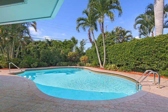 Additional photo for property listing at 310 Orange Way 310 Orange Way West Palm Beach, Florida 33405 Estados Unidos