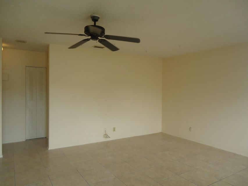 Additional photo for property listing at 908 Tiffany Drive E 908 Tiffany Drive E West Palm Beach, Florida 33407 Vereinigte Staaten