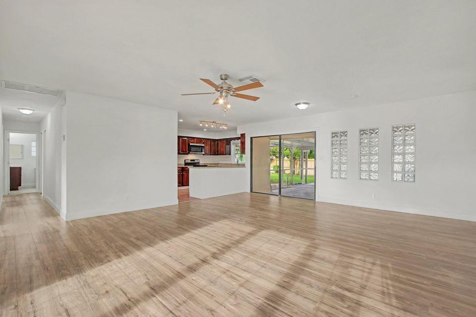 Additional photo for property listing at 401 Perry Avenue  Greenacres, Florida 33463 Vereinigte Staaten