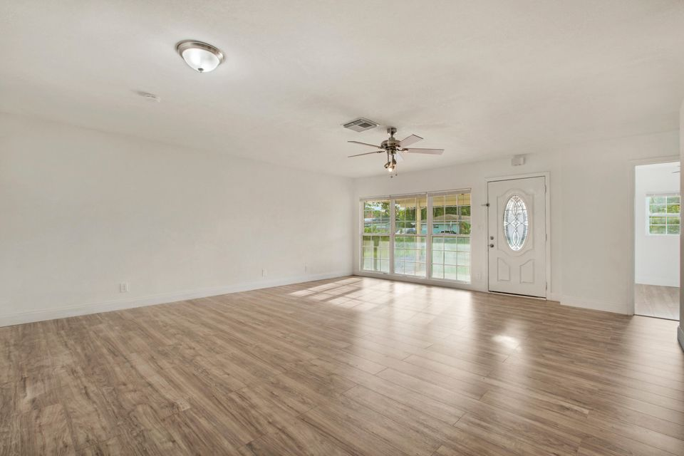 Additional photo for property listing at 401 Perry Avenue  Greenacres, Florida 33463 United States