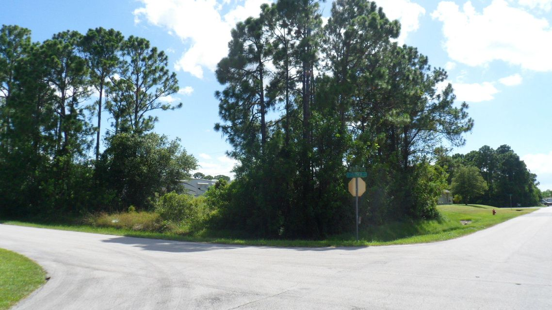 Additional photo for property listing at 203 SW Milburn Circle 203 SW Milburn Circle Port St. Lucie, Florida 34953 United States