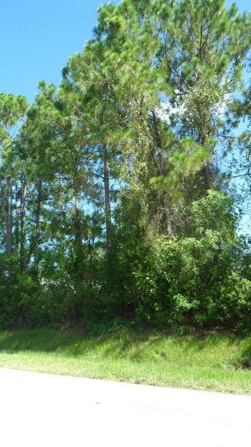 Additional photo for property listing at 203 SW Milburn Circle 203 SW Milburn Circle Port St. Lucie, Florida 34953 Estados Unidos