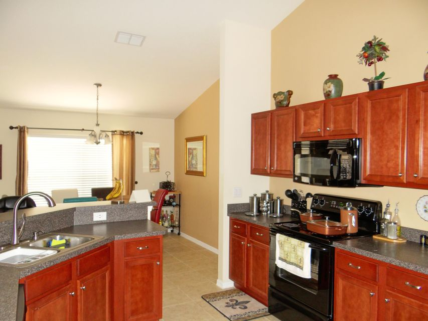 Additional photo for property listing at 1072 SW Idol Avenue  Port St. Lucie, Florida 34953 États-Unis