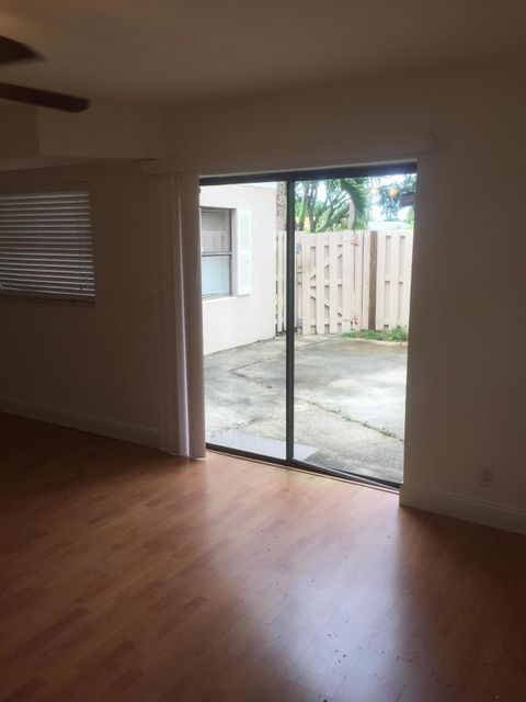 Additional photo for property listing at 4355 Village Drive 4355 Village Drive Delray Beach, Florida 33445 Estados Unidos