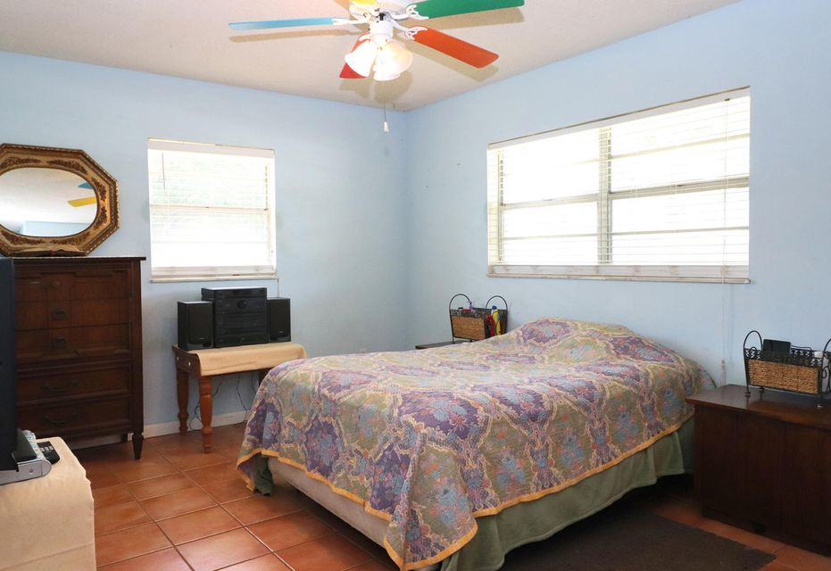 Additional photo for property listing at 2404 Royal Palm Drive  Fort Pierce, Florida 34982 United States