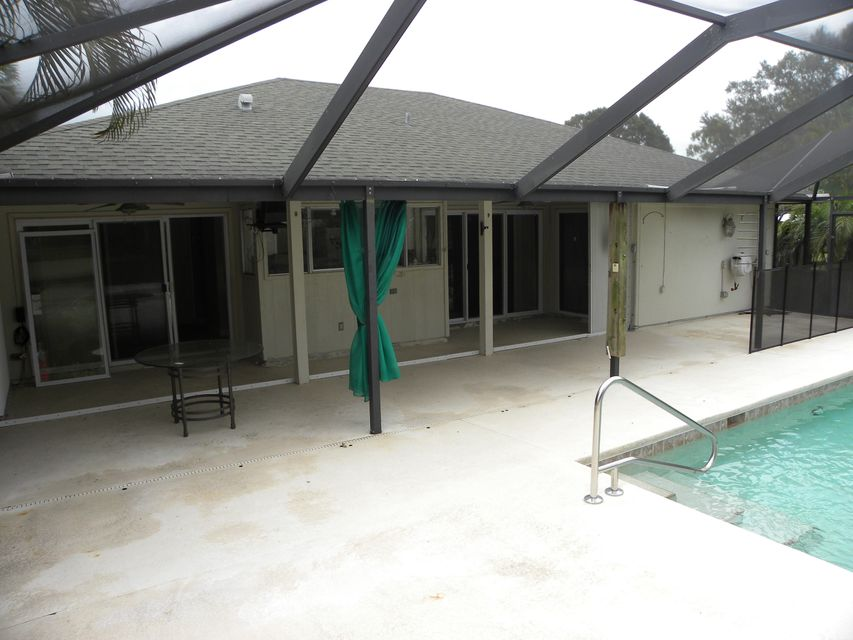 Additional photo for property listing at 202 NE Camelot Drive  Port St. Lucie, Florida 34983 Estados Unidos