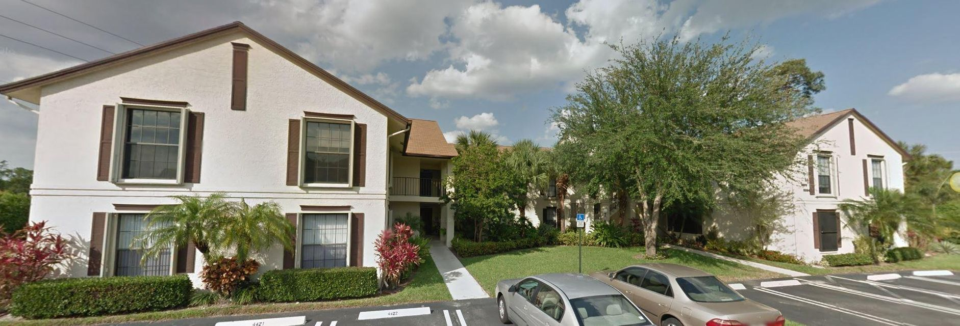 Co-op / Condominio por un Venta en 3449 Jog Park Drive 3449 Jog Park Drive Greenacres, Florida 33467 Estados Unidos