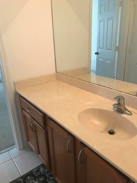 Additional photo for property listing at 2159 SE Casselberry Drive 2159 SE Casselberry Drive Port St. Lucie, Florida 34952 États-Unis
