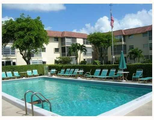 Co-op / Condo for Sale at 750 SE 6 Avenue 750 SE 6 Avenue Deerfield Beach, Florida 33441 United States