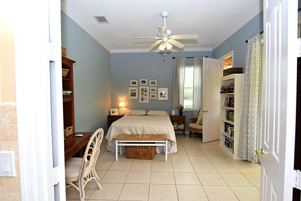 Additional photo for property listing at 1106 SW Thoreau Court 1106 SW Thoreau Court Palm City, Florida 34990 États-Unis