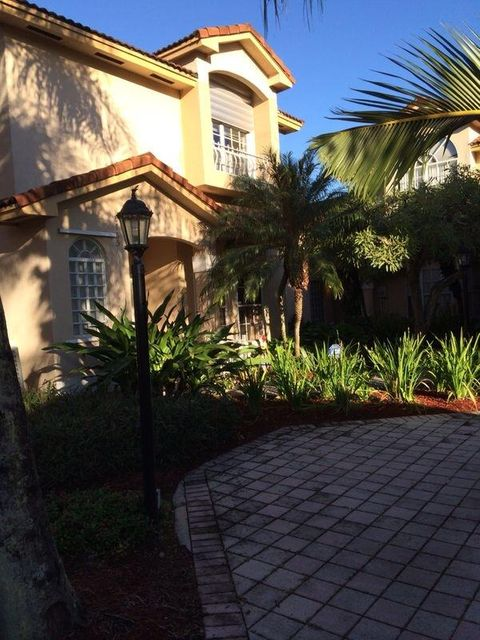 Additional photo for property listing at 8765 SW 215th Terrace 8765 SW 215th Terrace Cutler Bay, Florida 33189 États-Unis