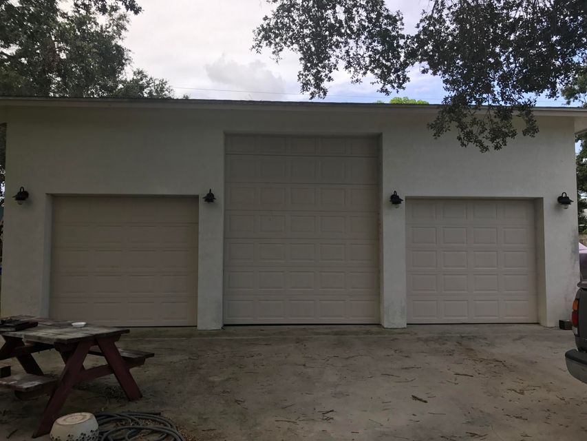 Additional photo for property listing at 690 SW Bacon Terrace 690 SW Bacon Terrace Port St. Lucie, Florida 34953 Estados Unidos