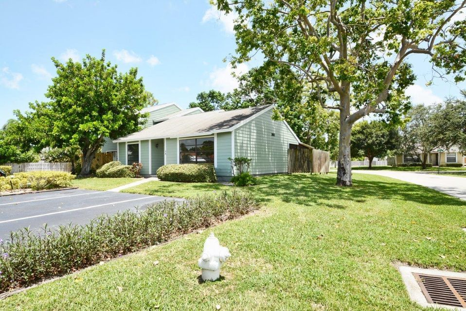 Additional photo for property listing at 302 Lakewood Drive  Jupiter, Florida 33458 United States