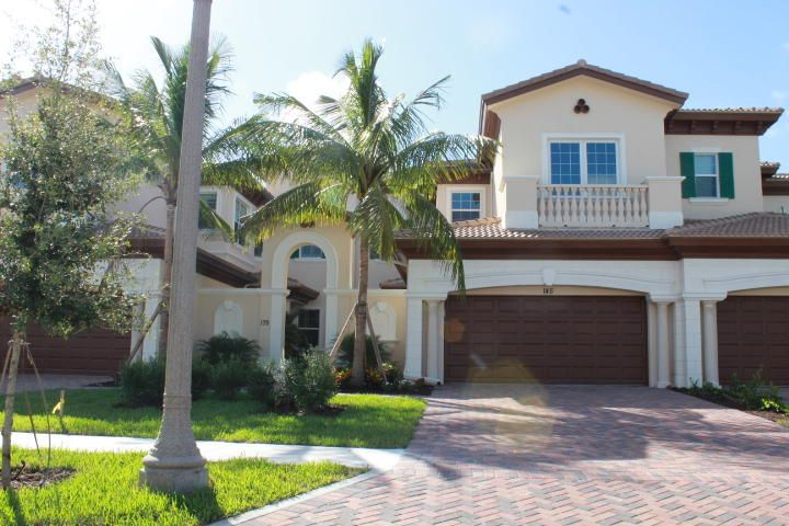 Jupiter Country Club-Carriage Homes home on 179  Tresana Boulevard