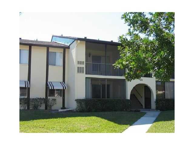 合作社 / 公寓 为 出租 在 3531 Tall Pine Way 3531 Tall Pine Way Greenacres, 佛罗里达州 33463 美国