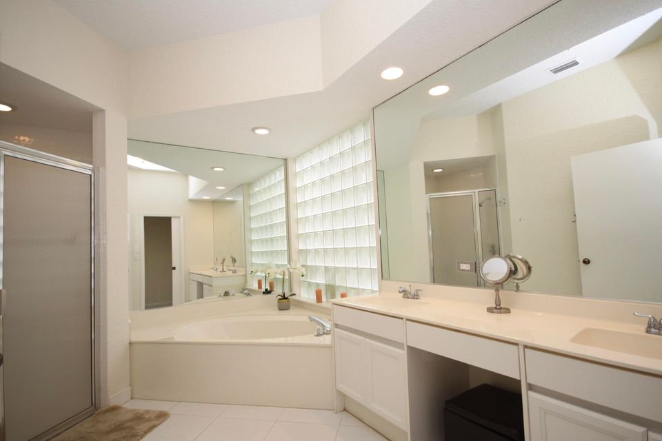 Additional photo for property listing at 6636 NW 23rd Terrace 6636 NW 23rd Terrace Boca Raton, Florida 33496 United States