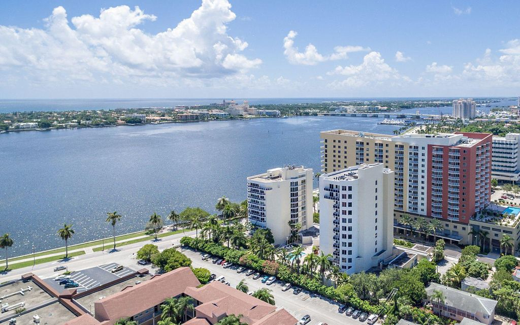 Co-op / Condo للـ Sale في 1617 N Flagler Drive 1617 N Flagler Drive West Palm Beach, Florida 33407 United States