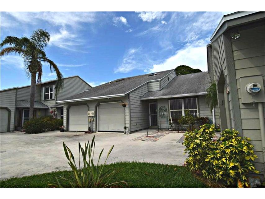 Townhouse for Sale at 925 NE Sandalwood Place 925 NE Sandalwood Place Jensen Beach, Florida 34957 United States