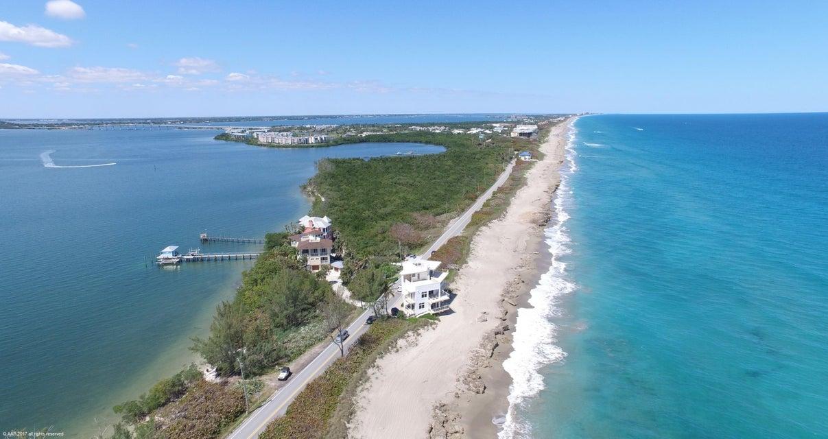 独户住宅 为 销售 在 279 SE Macarthur Boulevard 279 SE Macarthur Boulevard 斯图尔特, 佛罗里达州 34996 美国
