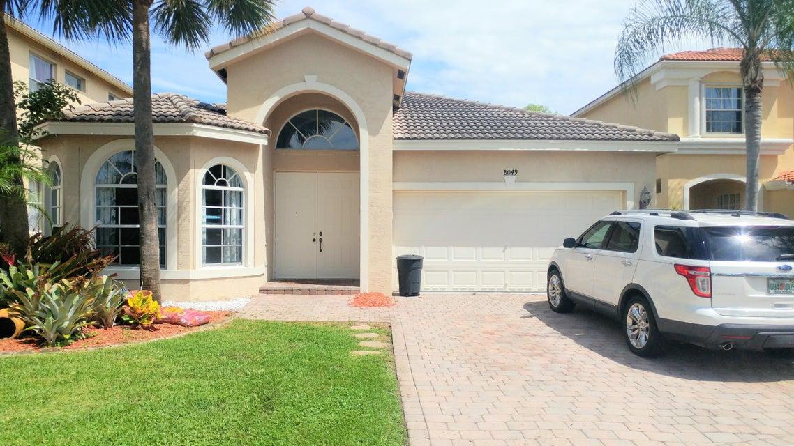 واحد منزل الأسرة للـ Sale في 8049 Via Bolzano Lake Worth, Florida 33467 United States