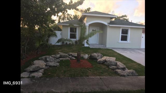 Casa para uma família para Venda às 535 Broward Avenue 535 Broward Avenue Greenacres, Florida 33463 Estados Unidos